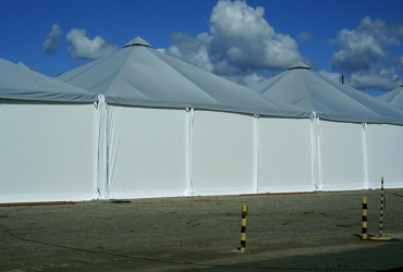 Tendas acopladas com vão 15m cada – Zeta
